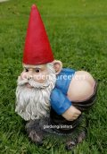 picture of GARDEN STATUE GNOMES FIGURINE GNOMES MOONING